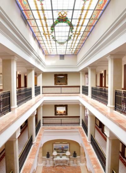 Hotel c ndido en segovia infohostal for Hotel piscina segovia