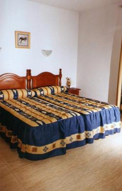 Hostal 82,Olias del rey (Toledo)