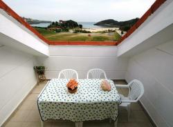 Apartamentos Turísticos Playa La Arena,Isla (Cantabria)