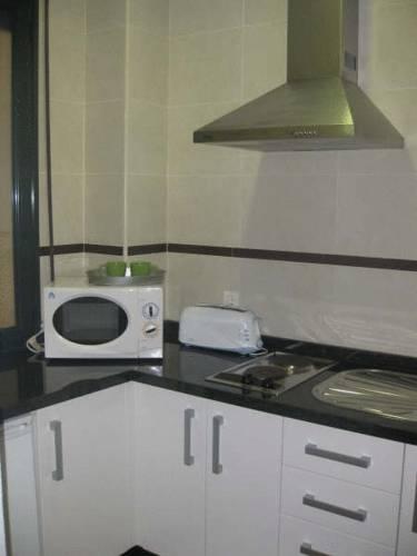 Apartamentos Puerta Real en Granada - Infohostal