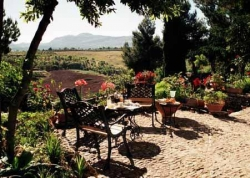 Hotel jard n de la muralla en ronda infohostal for Hostal ciudad jardin malaga