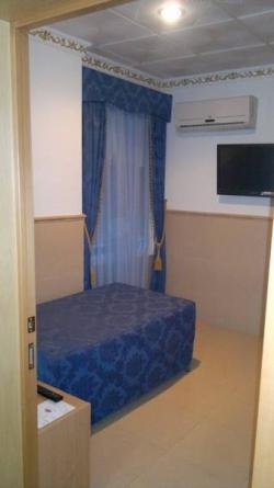 Hostal Residencial RR,Valencia (Valencia)