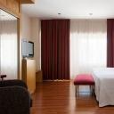 Hotel NH Bretón