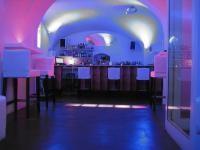 Caf�-Pub Room