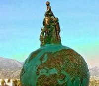 Escultura Homenaje a los Descubridores de la Cueva de Nerja