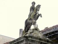 Fuente y Estatua de Santiago
