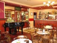 Caf� Dominicos