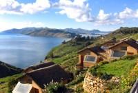 Isla Suasi en lago Titicaca