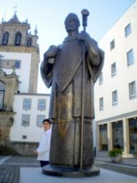 Estatua Dom Jo�o Peculiar