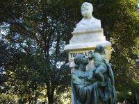 Monumento a Manuel Tolosa Latour
